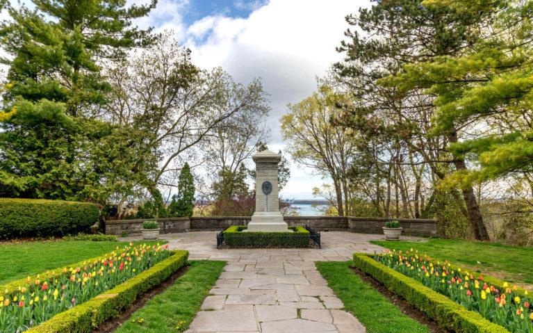 Laura Secord Memorial in Queenston Heights Park :: I've Been Bit! Travel Blog