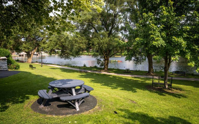 Views Along the Avon River :: I've Been Bit! Travel Blog