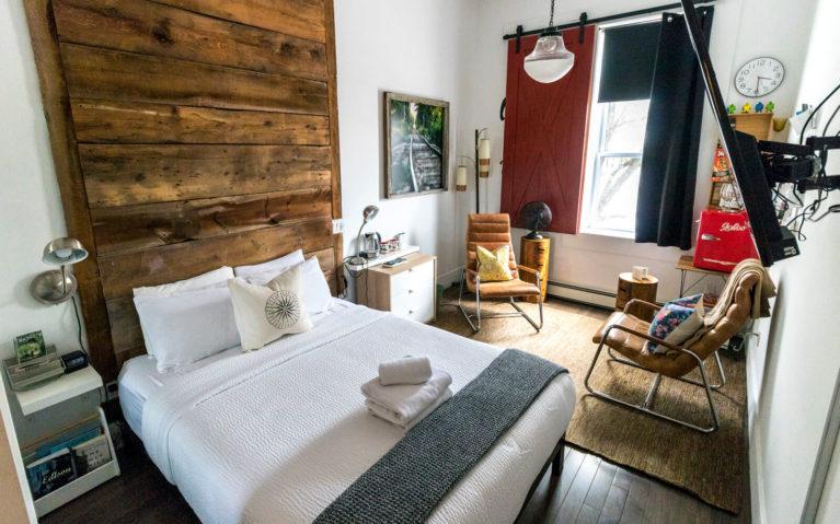 Edison's Room at the Edison's Inn :: I've Been Bit! Travel Blog