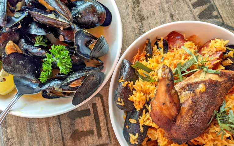 Mussels & Traditional Paella at Barra Fion :: I've Been Bit! Travel Blog