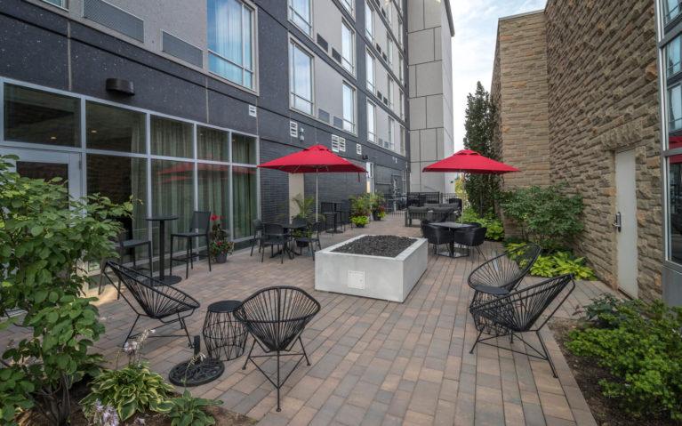 Outdoor Patio at the Courtyard by Marriott Burlington/Oakville :: I've Been Bit! Travel Blog